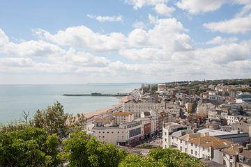 Een prachtig uitzicht over de stad Hastings  van Wilbert Van Veldhuizen