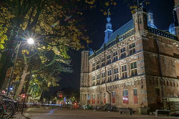 Deventer Brink de Waag bij avond van Han Kedde