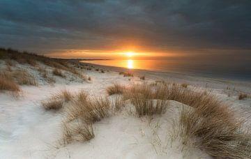 Zonsondergang Banjaard strand von Dion van den Boom