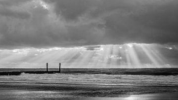 Achter de wolken schijnt de zon von Desirée Couwenberg