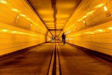 Fietstunnel onder de Maas in Rotterdam van Don Fonzarelli