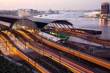 Centraal Station Amsterdam van bovenaf van Rob van Esch