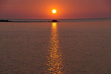Sonnenuntergang über dem IJsselmeer von wil spijker