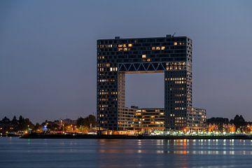 Pontsteiger-Gebäude in Amsterdam im Abendlicht von Wim Stolwerk