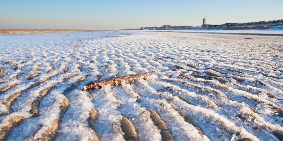 Bevroren strand van Arjan van Duijvenboden