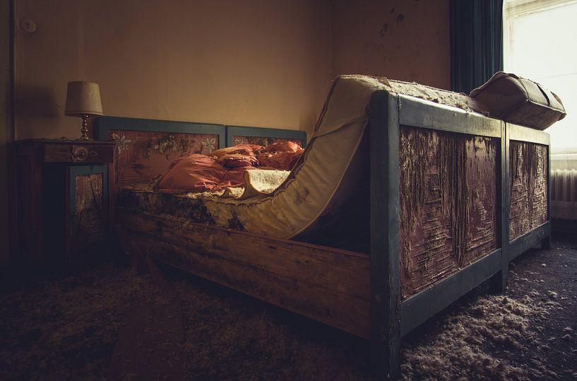 Slaapkamer in verval van Tamara de Koning