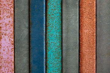 Gekleurde metalen platen, industrial look van Sia Windig