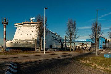Cruiseschip in de Haven va Rotterdam sur