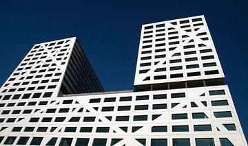 Modern abstract kantoorgebouw van Maurice de vries