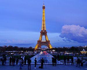 Schemering bij de Eiffeltoren