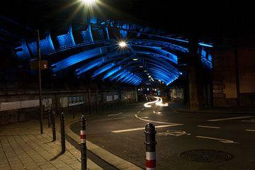 Keulenbrug doorgang blauw verlicht van Christian Mueller