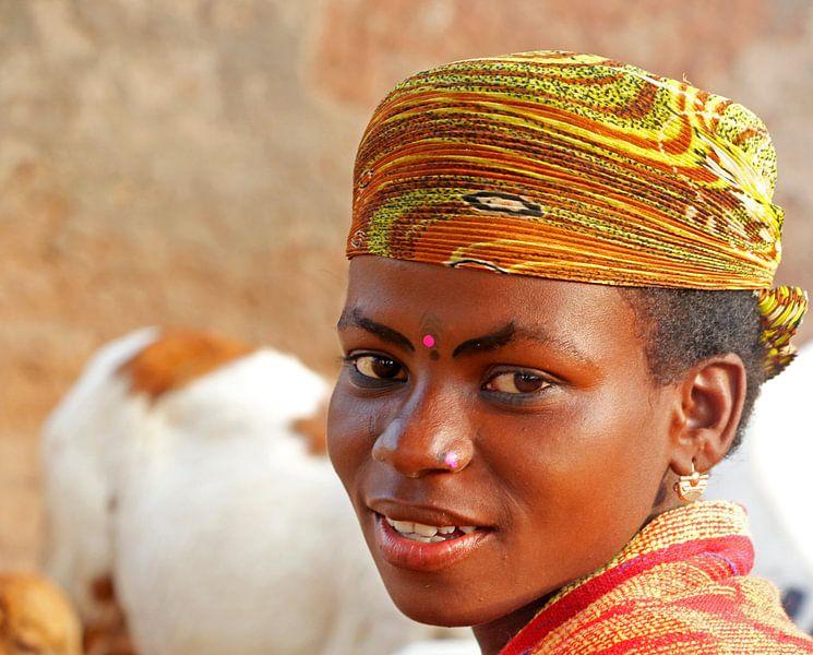 Jonge vrouw in Kalalé, Noord Benin van Cora Unk