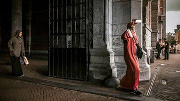 LOST IN AMSTERDAM (2019-335) van OFOTO RAY van Schaffelaar