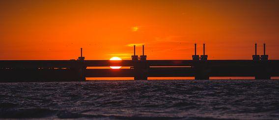 Oosterscheldekering zonsondergang