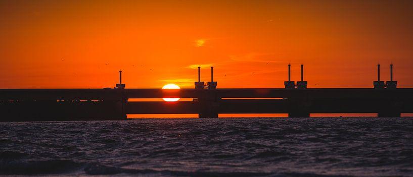 Oosterscheldekering zonsondergang van Andy Troy