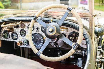 Armaturenbrett eines klassischen britischen Oldtimer-Autos mit 4-Liter-Kompressor von Bentley von Sjoerd van der Wal