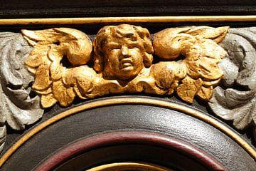 Goldene Putte am Seitenportal der Nikolaikirche, Altstadt, Stralsund, Mecklenburg-Vorpommern, Deutsc von Torsten Krüger