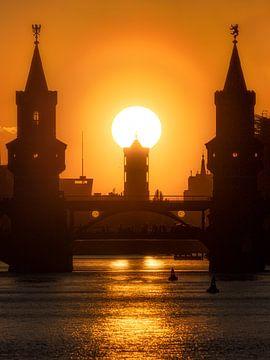 Sonnenuntergang über dem Roten Rathaus von Robin Berndt