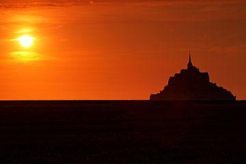 Le Mont-Saint Michel Silhouette im Sonnenuntergang von Frank Herrmann