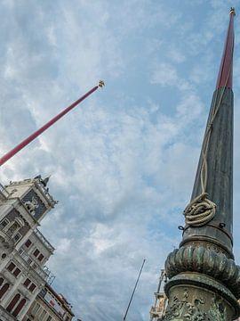 Masten op het San Marcoplein van Raymond Schrave