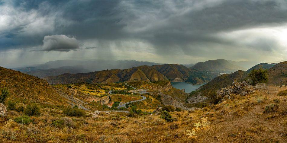 Slecht weer boven de Sierra Nevada, Spanje van Patrick van Oostrom