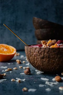 Coconut bowl with a smoothie von Veerle Verhoeven