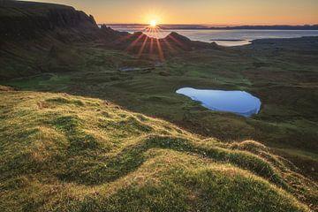 The Quiraing auf der Skye zum Sonnenaufgang von Jean Claude Castor