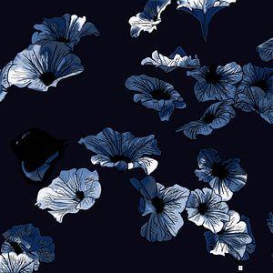 Nightflowers von Ronald Veelenturf