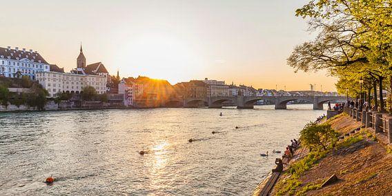 Bazel in Zwitserland bij zonsondergang