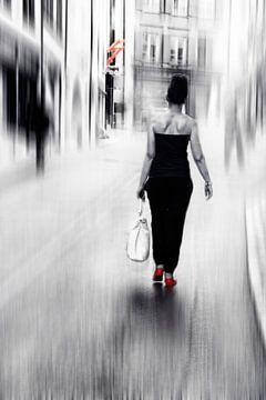 Straatdame van Claudia Moeckel