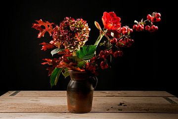 Boeket met rode bloemen van Barbara Brolsma