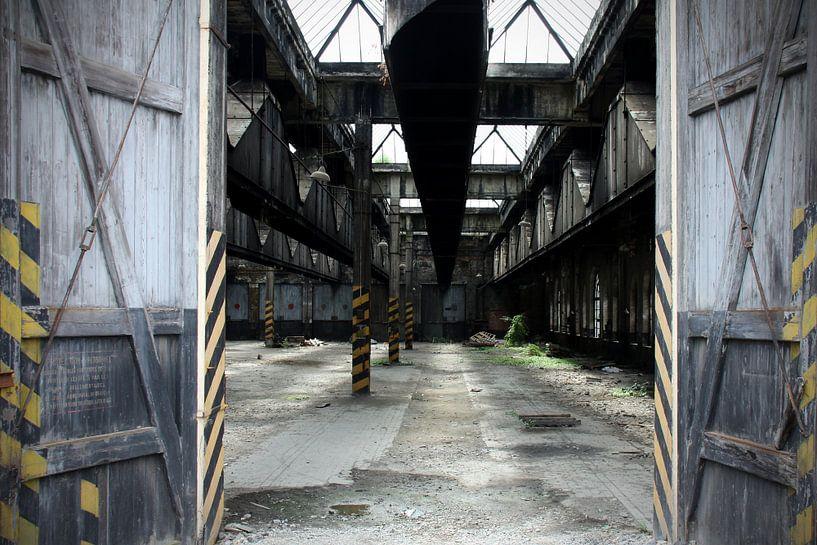 Verlassene Halle von Ton van Waard - Pro-Moois