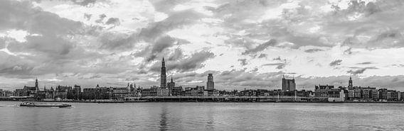 Antwerp Skyline monochroom van Maarten Visser