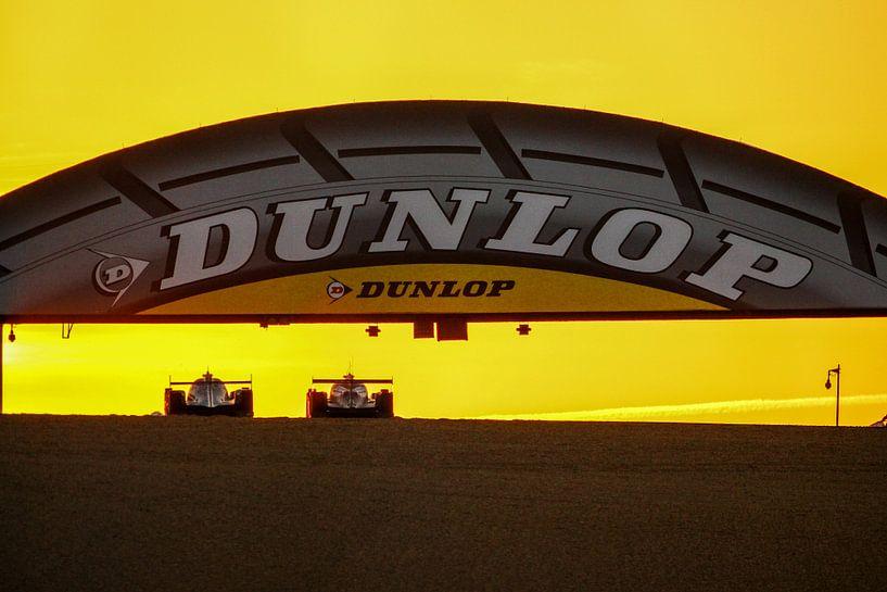 Zonsopkomst in Le Mans van Richard Kortland