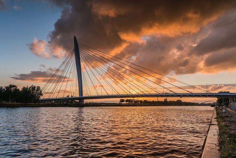 Prins Clausbrug zonsondergang van Jeroen de Jongh