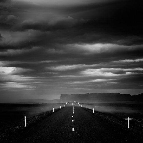 The dark road - Iceland van Arnold van Wijk