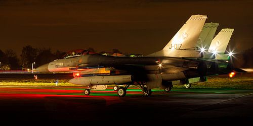 F-16's bereiden zich voor op een nachtelijke missie