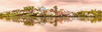 Dorf bei Sonnenaufgang. von Roman Robroek