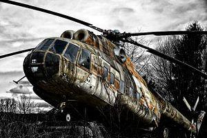 Lost Place mit altem Hubschrauber
