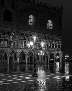 Venise - Palais des Doges - Noir et blanc foncé sur Teun Ruijters