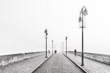 Sint Servaasbrug in de mist van Aron Nijs