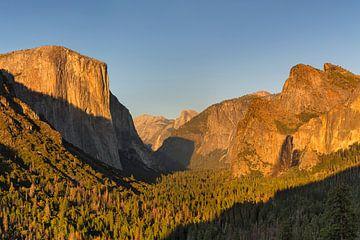 Tunnel View met El Capitan bij zonsondergang, Yosemite National Park, Californië, USA van Markus Lange