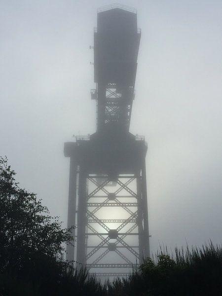 Hijskraan in de mist van SuperB Design