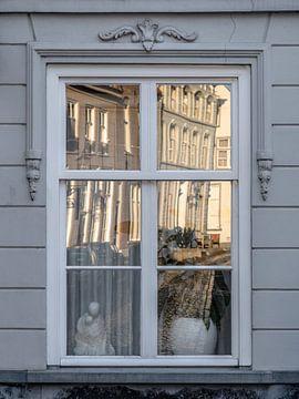 Ein Fenster in Ravenstein von Wouter Bos