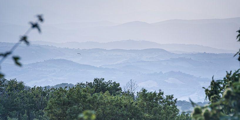 Weids uitzicht op de Toscaanse heuvels van Arja Schrijver Fotografie