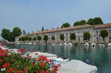 Peschierra Italien. Umgebung Gardasee. von Marije van dijk