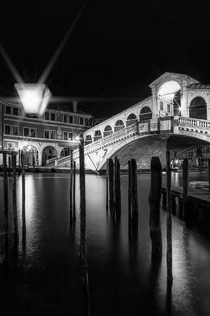VENICE Rialto Bridge at Night in black and white