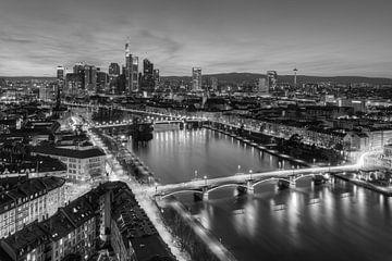Frankfurt am Main scharz-weiß von Michael Valjak