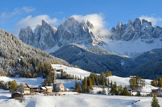 Dolomieten  bergdorp in de winter