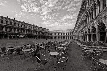 San-Marco-Platz Venetien am frühen Morgen von Ed Dorrestein